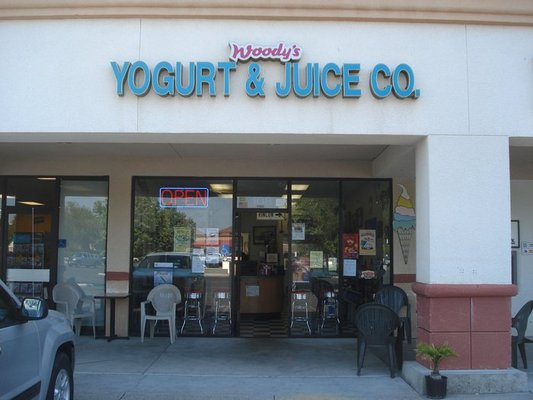 Woody's Yogurt & Juice Company
